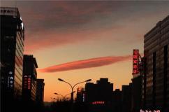 北京傍晚迎来晚霞 漫天红色绚丽无比