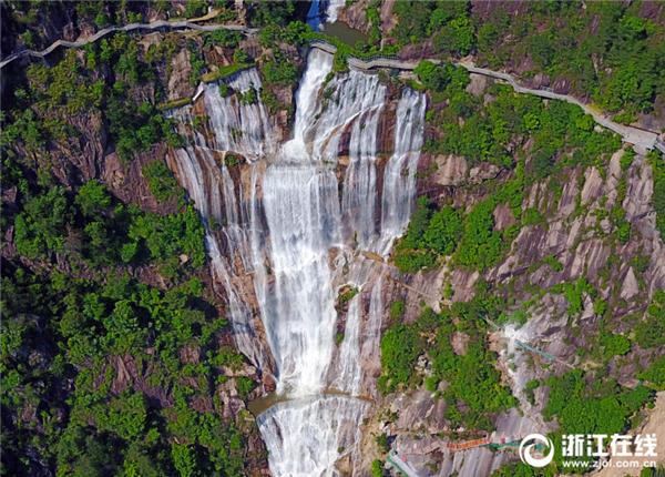 浙江天台重现大瀑布自然景观