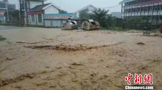 湖北恩施遭受暴雨洪涝灾害6万余人受灾