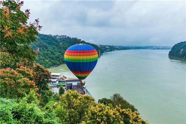 """西陵峡风景区热气球""""高""""调上线 - 即刻宜昌 - 三峡网"""